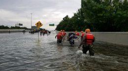 Los soldados de la Guardia Nacional de Texas llegó a Houston para ayudar a los residentes en áreas fuertemente inundadas a causa de las tormentas del Huracán Harvey, 27 de agosto de 2017. Foto del Ejército de la Guardia Nacional de Texas tomada por el primer Teniente Zachary West